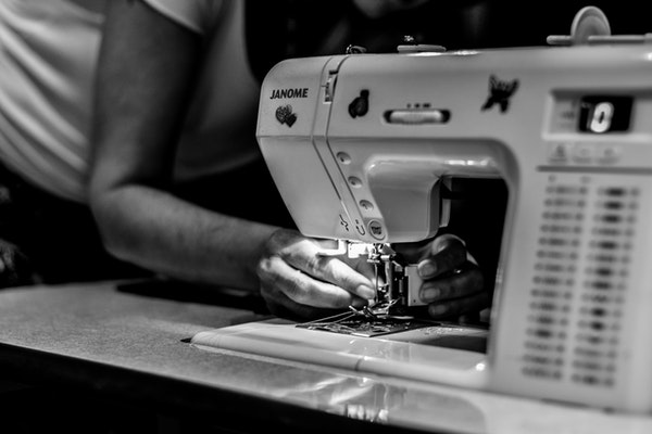 Beginner's Guide On How To Use A Sewing Machine